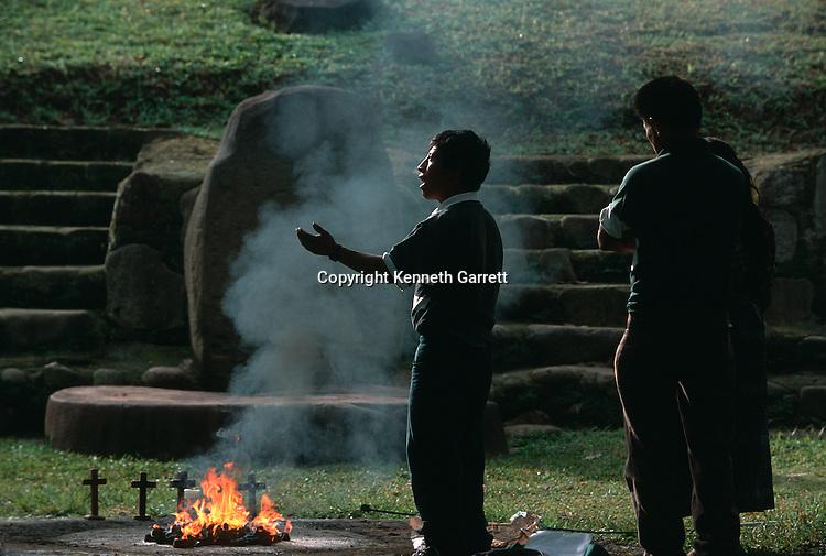 Maya; Tomb, Modern People, Ritual