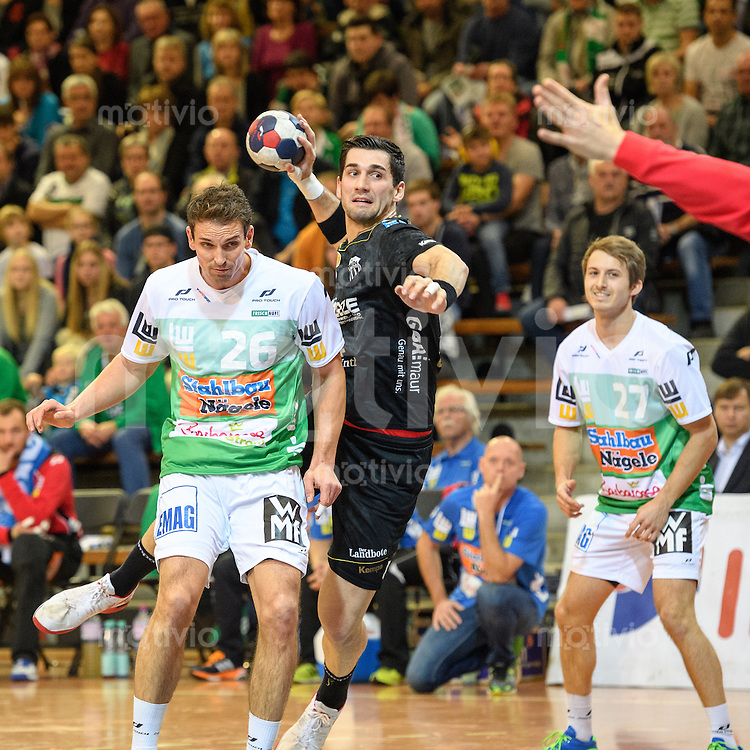 mitte Filip Gavranovic (Pfadi) im Wurf, links  Adrian Pfahl (FAG), rechts hinten Marco Rentschler (FAG)