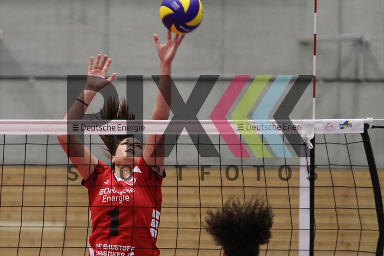 Koepenicks Nicole Walch am Ball  beim Spiel in der Volleyball Bundesliga, Koepenicker SC Berlin  - VCO Berlin.<br /> <br /> Foto &copy; PIX-Sportfotos *** Foto ist honorarpflichtig! *** Auf Anfrage in hoeherer Qualitaet/Aufloesung. Belegexemplar erbeten. Veroeffentlichung ausschliesslich fuer journalistisch-publizistische Zwecke. For editorial use only.