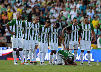 MEDELLÍN -COLOMBIA-11-JUNIO-2016. Tristeza de los jugadores del  Atlético Nacional al perder con el  Atlético Junior durante partido por la semifinal-semifinal vuelta de la Liga Águila I 2016 jugado en el estadio Atanasio Girardot ./Sadness Atletico Nacional  players losing to Atletico Junior  during the match for the semifinal of  the Aguila League I 2016 played at Atanasio Girardot  stadium in Medellin . Photo: VizzorImage / León Monsalve  / Contribuidor