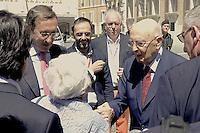 Roma, 15 Giugno 2012.Piazza Montecitorio.Annarella, la fustigatrice dei politici, la nonnina anticasta, incontra il Presidente della Repubblica Giorgio Napolitano e il Presidente della Camera Gianfranco Fini..