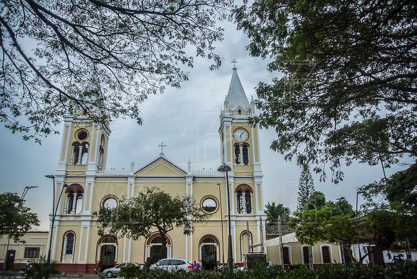 GUACARI - COLOMBIA: 19-04-2018. Parque principal y catedral de Guacarí durante el viernes santo, Valle del Cauca, Colombia, de la semana santa para los cristianos. / Main Square and Cathedral of Guacari are seen during the holy Friday, Valle del Cauca, Colombia as part of Easter Week to the Christians.  Photo: VizzorImage / Gabriel Aponte / Staff