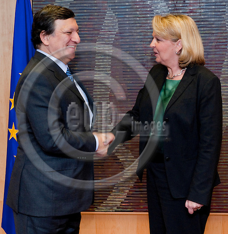 Brussels-Belgium, March 07, 2012 -- Jose (José) Manuel BARROSO (le), President of the European Commission, receives Hannelore KRAFT (ri), Prime Minister / Minister-President of  North Rhine-Westphalia (NRW / Germany) -- Photo: Horst Wagner / eup-images