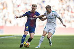 Ivan Rakitic (L) of FC Barcelona fights for the ball with Toni Kroos of Real Madrid during the La Liga 2017-18 match between Real Madrid and FC Barcelona at Santiago Bernabeu Stadium on December 23 2017 in Madrid, Spain. Photo by Diego Gonzalez / Power Sport Images