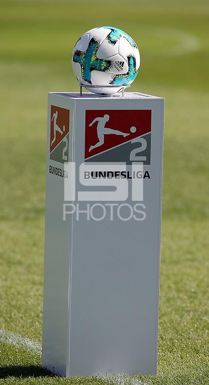 17.09.2017, Jonathan-Heimes-stadiumBoellenfallgoal, Darmstadt, GER, 2.FBL, SV Darmstadt 98 vs Arminia Bielefeld<br /> ,im <br />Der Spielball auf einem Podest, Ball, Logo *** Local Caption *** &copy; pixathlon<br /> Contact: +49-40-22 63 02 60 , info@pixathlon.de