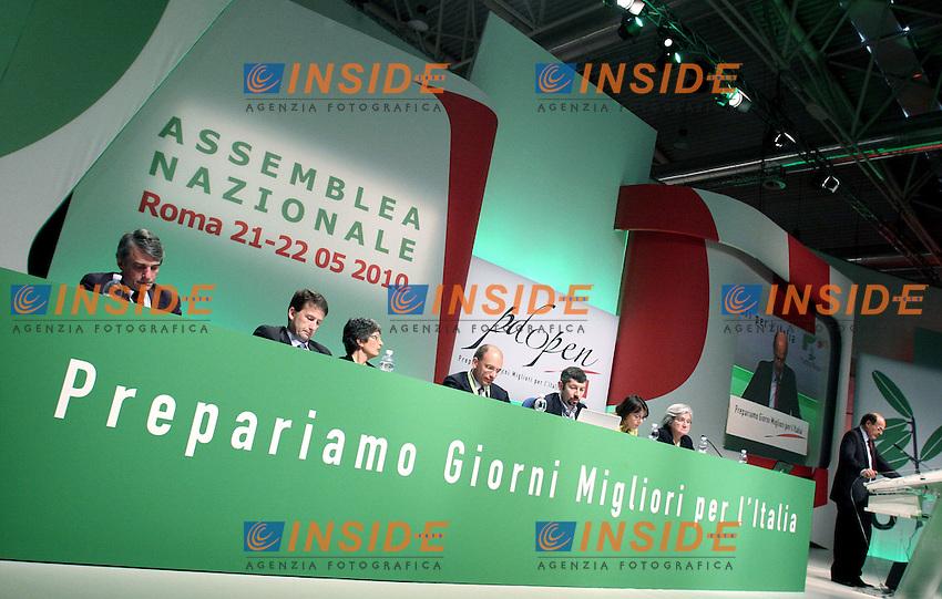Il segretario del Pd Pier Luigi Bersani.Assemblea Nazionale del Partito Democratico.Roma, 21 Maggio 2010.Photo Serena Cremaschi Insidefoto