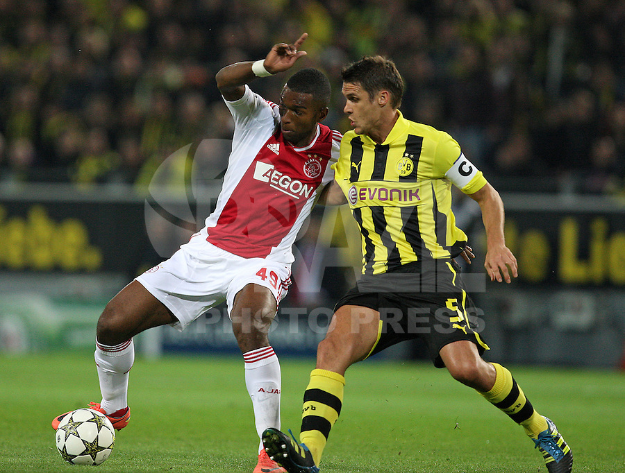 Football: Champions League, BVB Borussia Dortmund - Ajax Amsterdam, Dortmund, 18/9/12<br /> Ryan Babel (Ajax Amsterdam, l.) - Sebastian Kehl (Dortmund) <br /> ©pixathlon