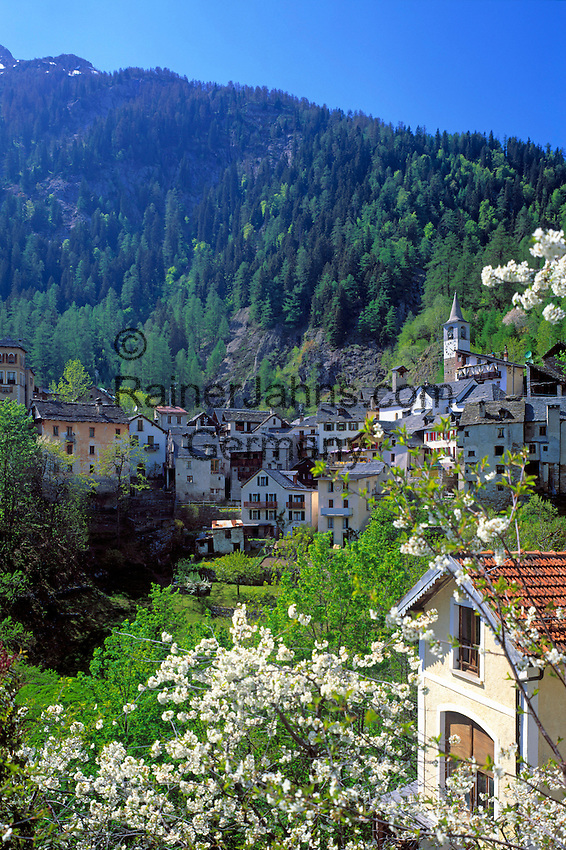 CHE, Schweiz, Tessin, Bergdorf Fusio im Val Lavizzara | CHE, Switzerland, Ticino, Mountain village Fusio at Lavizzara Valley