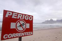 Rio de Janeiro,8 de Junho de 2012- Movimenta&ccedil;&atilde;o na  praia de Ipanema ,nessa sexta-feira (8), tempo chuvoso, na  capital  fluminense .<br /> Guto Maia / Brazil Photo Press