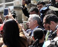 BOGOTA –COLOMBIA  - 09-03-2014: Álvaro Uribe Vélez, expresidente de Colombia, ejerce su derecho al voto durante las elecciones parlamentarias en Bogotá, Colombia, hoy 9 de marzo de 2014. Los colombianos elegirán por voto directo en las urnas 102 nuevos miembros del Senado de la República, 166 representantes a la Cámara de Representantes y 5 representantes al Parlamento Andino./ Alvaro Uribe Velez, former President of Colombia, exerts his right to vote in the parliamentary elections in Bogota, Colombia, today March 9, 2014. Colombians will elect by direct vote at the polls 102 new members of the Senate, 166 representatives to the House of Representatives and five representatives to the Andean Parliament. Photo: VizzorImage/ Luis Ramirez / Staff
