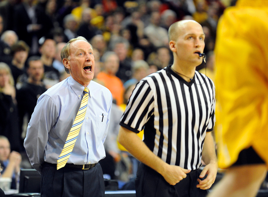 Valparaiso head basketball coach Homer Drew shouts to his team in the final moments of the loss against the University of Wisconsin Milwaukee in Milwaukee on Saturday, March 5, 2011.| Ernie Mastroianni~For Sun-Times Media