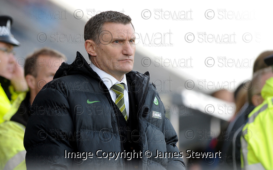 08/11/2009  Copyright  Pic : James Stewart.sct_jspa33_falkirk_v_celtic  . :: TONY MOWBRAY DURING THE FALKIRK GAME :: .James Stewart Photography 19 Carronlea Drive, Falkirk. FK2 8DN      Vat Reg No. 607 6932 25.Telephone      : +44 (0)1324 570291 .Mobile              : +44 (0)7721 416997.E-mail  :  jim@jspa.co.uk.If you require further information then contact Jim Stewart on any of the numbers above.........