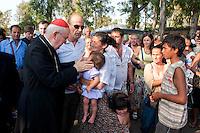 Cardinale Agostino Vallini visita il campo nomadi di Tor De Cenci