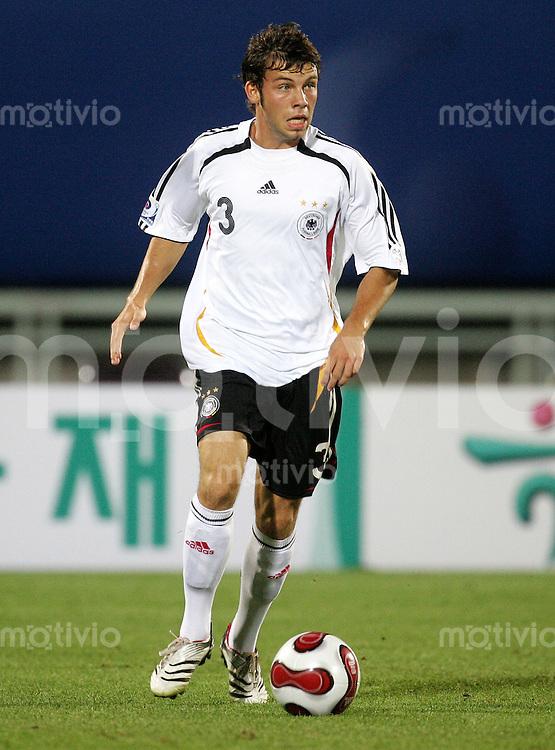 Fussball International U17 WM Korea Achtelfinale Deutschland - USA Germany - USA Jonas Strifler (GER) am Ball