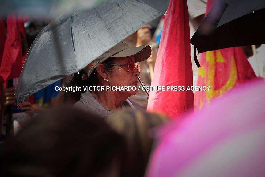 Querétaro, Qro. 22 de julio 2015. La Unidad Cívica de Carillo Puerto marchó hoy hasta Plaza de Armas, donde aprovechó el escenario del Festival de Jazz para realizar un mitin. Sus exigencias están relacionadas con la liberación de presuntos presos políticos, problemas ejidales y el aumento a la tarifa del pasaje. Foto: Victor Pichardo / Obture Press Agency