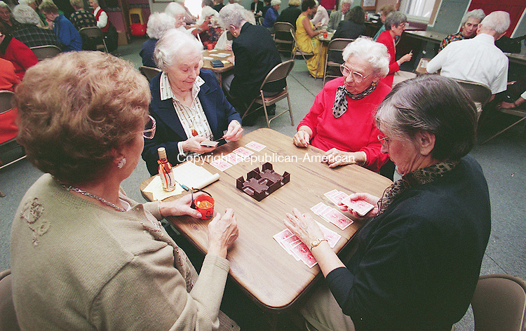 SOUTHBURY, CT 10/19/98--1019TK07.tif  (left to right:)Lorraine Pulnik, Emalene Raith, Stefanie Maiorino and Beverly Seidel deal the beginning of a new Canasta hand. --TOM KABELKA staff photo for Gardner story.  (Filed in Scans/Scan-In)