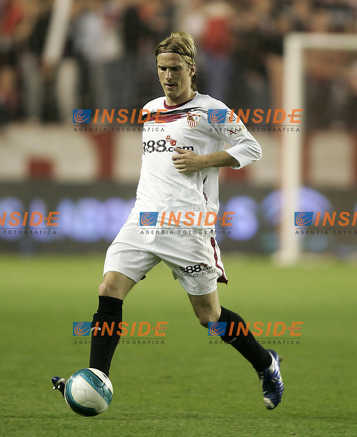 Sevilla's Christian Poulsen during the Spanish League match between Sevilla  and FC Barcelona at Ramon Sanchez Pizjuan Stadium in Sevilla, Saturday March 03 2007. (INSIDE/ALTERPHOTOS/B.Echavarri). Siviglia Barcellona