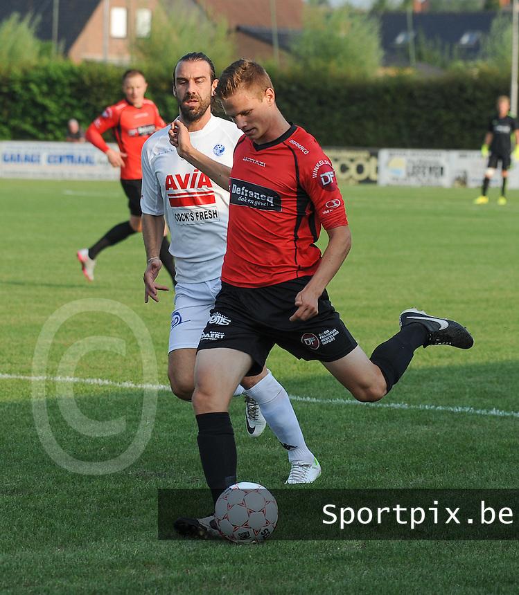 Sint-Eloois-Winkel Sport - SV Temse :<br /> <br /> Rens Verhooghe (R) ontzet de bal voor de aanstormende Stavros Glouftsis (L)<br /> <br /> foto VDB / BART VANDENBROUCKE