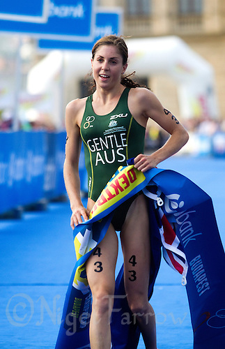 12 SEP 2010 - BUDAPEST, HUN - Ashleigh Gentle wins the 2010 ITU Junior Womens World Championships (PHOTO (C) NIGEL FARROW)