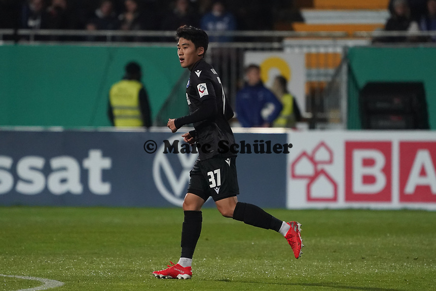 Kyoung-Rok Choi (Karlsruher SC) - 29.10.2019: SV Darmstadt 98 vs. Karlsruher SC, Stadion am Boellenfalltor, 2. Runde DFB-Pokal<br /> DISCLAIMER: <br /> DFL regulations prohibit any use of photographs as image sequences and/or quasi-video.