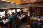 A bord du  Island Odyssey, une semaine de voile sur les côtes nord de la Colombie Britannique..Inside Island Odyssey ketch