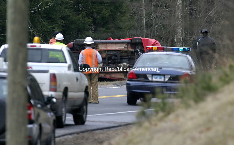 NEW HARTFORD, CT--03 APRIL 2007--040307JS10- State police investigate a fatal one-car accident on Route 202 near South Road in New Hartford on Tuesday morning.<br /> Jim Shannon / Republican-American
