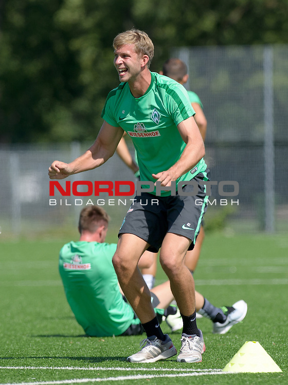 21.07.2015, Trainingsgelaende, Bremen, GER, 1.FBL, Training Werder Bremen, im Bild Felix Wiedwald (Bremen #42) macht Burpees<br /> <br /> Foto &copy; nordphoto / Frisch