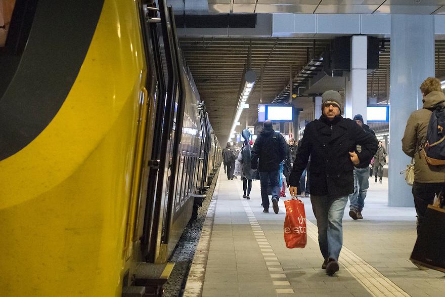 Nederland, Den Haag, 4 dec 2013<br /> NS station den Haag Centraal.<br /> Foto: (c) Michiel Wijnbergh