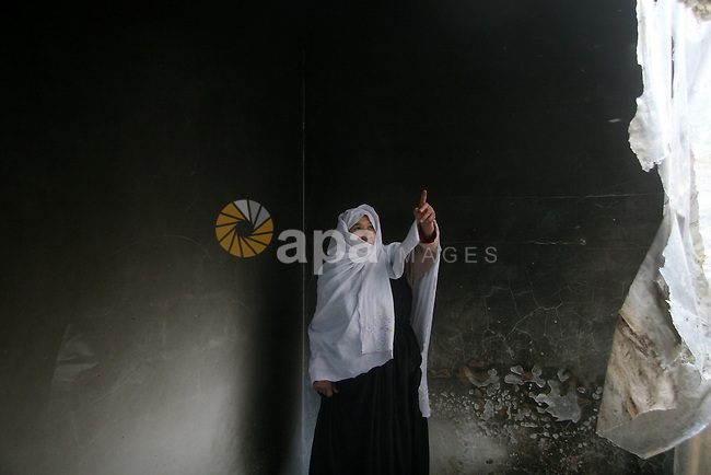 Palestinian in the family home, which was an air strike today, the Israelis 23, 2009.  APAIMAGES PHOTO / Ashraf Amra