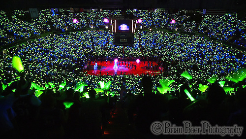 Arco Arena is awash in green glow sticks berfore game six of the second round  of the .Western Conference playoffs between the Sacramento Kings and Minnesota Timeberwolves at Arco Arena, Sunday May 16, 2004. (Brian Baer/Sacramento Bee Staff Photo)