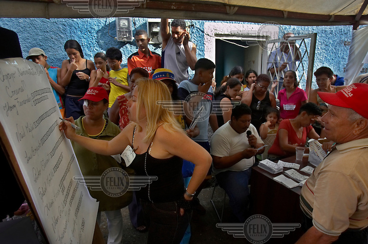 Residents of a slum near El Valle elect a local council government.