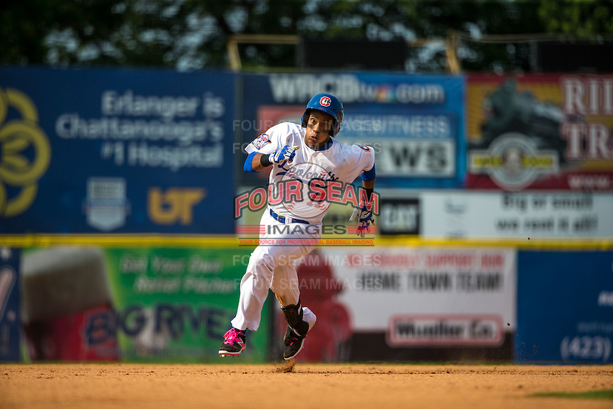 Jorge Polanco (11) of the Chattanooga Lookouts runs during a game between the Jackson Generals and Chattanooga Lookouts at AT&T Field on May 10, 2015 in Chattanooga, Tennessee. (Brace Hemmelgarn/Four Seam Images)