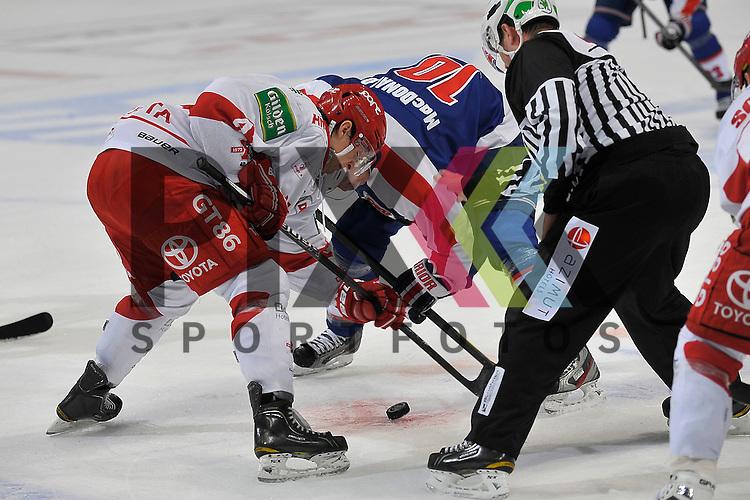 Bully von Koelns Alexander Weiss (Nr.43) gegen Mannheims Craig MacDonald (Nr.10)  beim Spiel in der DEL, Adler Mannheim - Koelner Haie<br /> <br /> Foto &copy; Ice-Hockey-Picture-24 *** Foto ist honorarpflichtig! *** Auf Anfrage in hoeherer Qualitaet/Aufloesung. Belegexemplar erbeten. Veroeffentlichung ausschliesslich fuer journalistisch-publizistische Zwecke. For editorial use only.