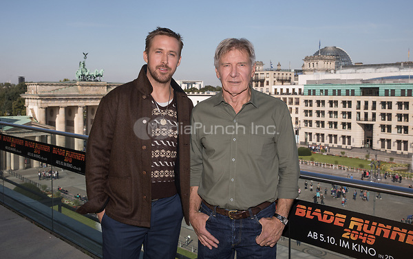 The actors Ryan Gosling (L) and Harrison Ford seen during the photocall on the occasion of the film 'Blade Runner 2049' in Berlin, Germany, 17 September 2017. The film will be released in German cinemas 05 October 2017. Photo: Jörg Carstensen/dpa /MediaPunch ***FOR USA ONLY***
