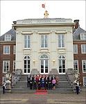Nederland, Den Haag, 22-02-2007, Presentatie nieuwe kabinet, op het bordes/ de trap van het Paleis Huis Ten Bosch. Koningin Beatrix temidden van Nieuwe Ministers.. © foto Michael Kooren./ HH.