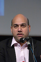 Salim Ismail, CEO of Pubsub, at the Les Blog conference in Paris December 2005 on blogging, new media and internet strategy