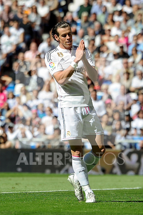 Real Madrid´s Gareth Bale apologizes during 2014-15 La Liga match between Real Madrid and Granada at Santiago Bernabeu stadium in Madrid, Spain. April 05, 2015. (ALTERPHOTOS/Luis Fernandez)