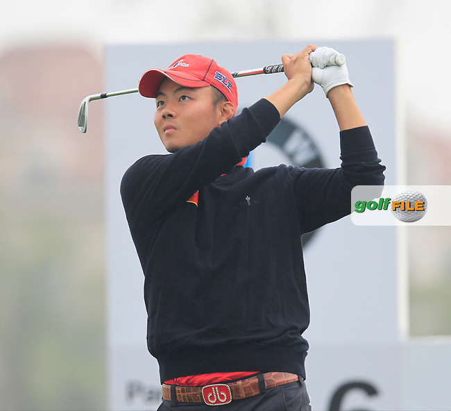 He Ze-yu (CHN) tees off the 6th tee during Saturay's Round 3 of the 2014 BMW Masters held at Lake Malaren, Shanghai, China. 1st November 2014.<br /> Picture: Eoin Clarke www.golffile.ie