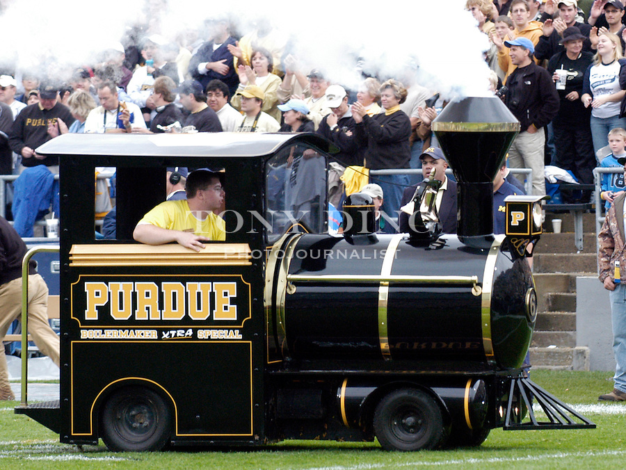"The Purdue ""Boilermaker XTRA Special"" miniature steam locomotive during the Wolverines' 16-14 victory over the Purdue Boilermakers on Saturday, October 23, 2004 in at Ross-Ade Stadium in West Lafayette, Ind. (TONY DING/Daily)."