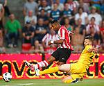 Nederland, Eindhoven, 18 augustus 2012.Seizoen 2012-2013.PSV-Roda JC.Jeremain Lens (l.) schiet de 4-0 binnen. Tamas Kadar (r.) van Roda JC probeert het schot te blokken.