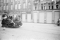Photo from the NIOD's Huizinga collection. A delirious crowd greets the arriving vehicles of the Canadian military and later the Princess Irene brigade in The Hague in the early evening on May 8, 1945