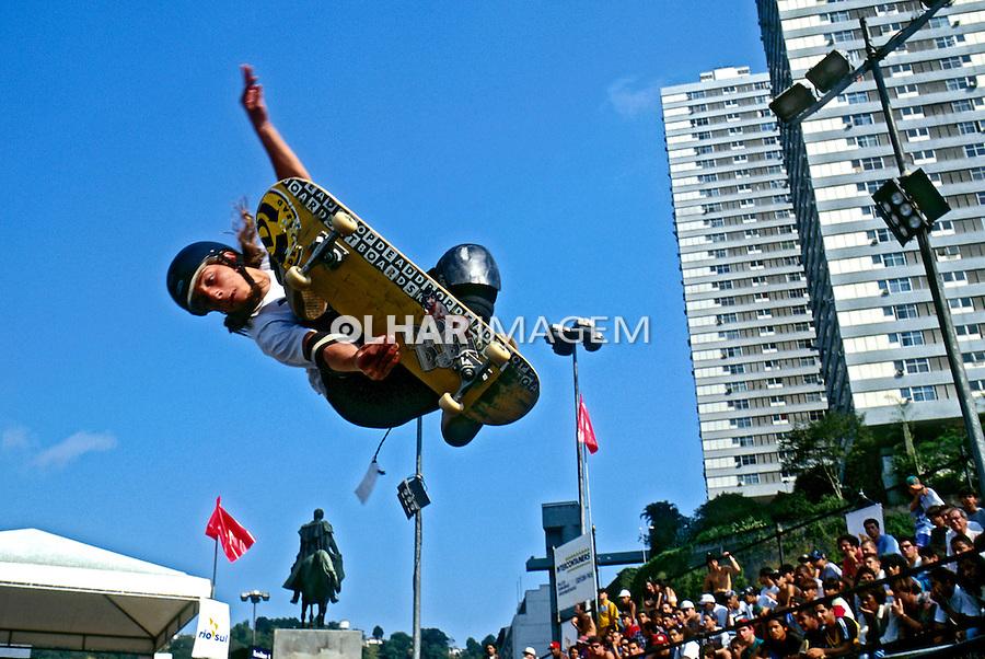 Salto de skate. Rio de Janeiro. 1997. Foto de Ricardo Azoury.