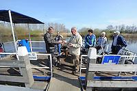 ALGEMEEN: Boornzwaag: 02-04-2014, Pont overzet bij Boornzwaag en Woudfennen, Pontbaas Paul Bersgsma,<br /> &copy;foto Martin de Jong