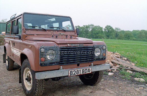 Very original brown1985 Land Rover 110 Defender 9-seater station wagon. No releases available. Automotive trademarks are the property of the trademark holder, authorization may be needed for some uses.