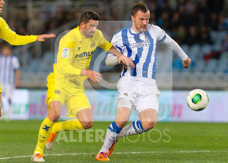 Real Sociedad's Haris Seferovic (r) and Villareal's Mateo Pablo Musacchio during Copa del Rey match.November 23,2013. (ALTERPHOTOS/Mikel)