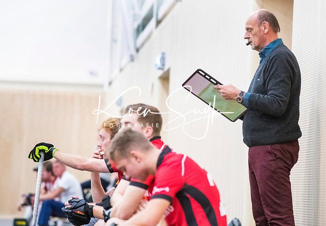 DELFT -  coach Toon Siepman, tijdens de zaalhockey hoofdklasse competitiewedstrijd Oranje Rood-Almere . COPYRIGHT KOEN SUYK