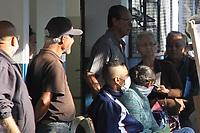 Campinas (SP), 23/03/2020 - Movimentacao de idosos para vacinacao no Centro de Saude da Vila Ipe em Campinas, interior de Sao Paulo, na manha desta segunda-feira (23). O Ministerio da Saude iniciou a Campanha Nacional de Vacinacao contra a Gripe. Nesta primeira etapa, os publicos prioritarios sao idosos e trabalhadores da saude. Serao realizadas mais duas etapas em datas e para publicos diferentes, alcancando cerca de 67,6 milhoes de pessoas em todo o pais. (Foto: Luciano Claudino/Codigo19) (Foto: Luciano Claudino/Codigo 19/Codigo 19)