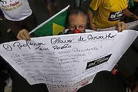 """BELÉM,PA, 12.04,2015 - PROTESTO/GOVERNO DILMA- Manifestantes do movimento Reage Brasil e Vem Pra Rua fazem protesto contra o governo da presidente Dilma Rousseff, """"Fora Dilma  e fora PT"""", com uma caminhada pela Av. Presidente Vargas até a Praça da República em Belém (PA), na manhã deste domingo (12). (Foto: Lucivaldo SENA/BrazilPhoto Press)"""