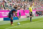 15.07.2017, Borussia Park, Moenchengladbach, GER, TELEKOM CUP 2017 - FC Bayern Muenchen vs TSG 1899 Hoffenheim<br /> <br /> im Bild<br /> Robert Lewandowski (FC Bayern Muenchen #9) diskutiert mit Linienrichter &uuml;ber Ball im Aus, <br /> <br /> Foto &copy; nordphoto / Ewert