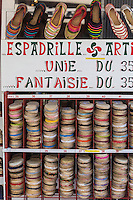 France, Pyrénées-Atlantiques (64), Pays-Basque, Saint-Jean-Pied-de-Port, étal espadrilles basques // France, Pyrenees Atlantiques, Basque Country, Saint Jean Pied de Port, basque espadrilles stall